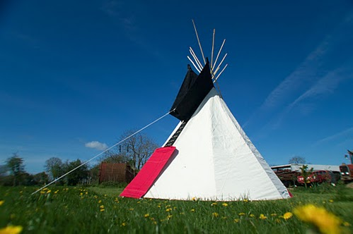 Tipi Red and Black lowres